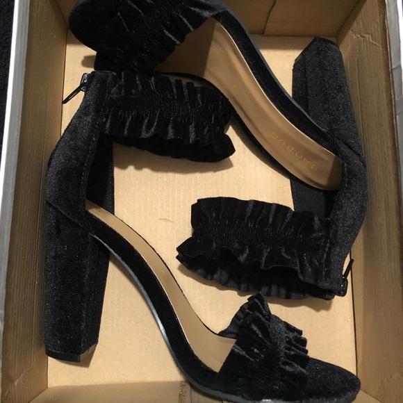 BAMBOO Shoes - Black Velvet Rampage Heeled Sandals - NIB